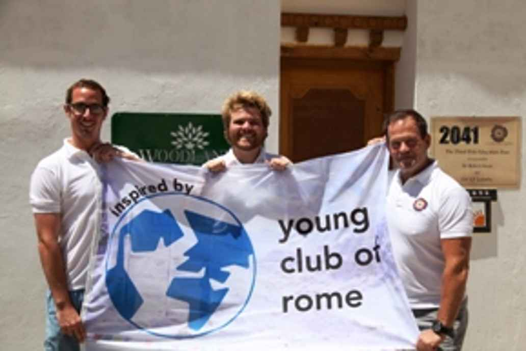 Spandoek met Young club of Rome